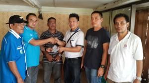 Ketua KNPI Kabupaten Simeulue Menerima Bantuan Dari Pengusaha Manado