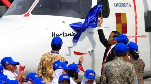 Presiden Jokowi Saat Peresmian Nama Pesawat Nurtanio (Foto Tempo)